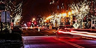 Huvudsaklig gata USA på natten arkivfoton