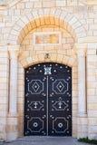 Huvudsaklig ingång av den grekiska ortodoxa kloster, montering Tabor, Israel Royaltyfria Foton