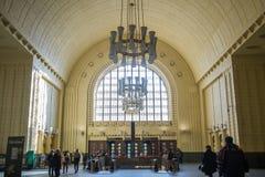 Huvudsaklig ingång av den Helsingfors drevstationen Arkivbild