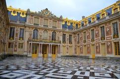 Huvudsaklig ingång av den Versailles slotten Arkivbilder