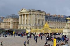 Huvudsaklig ingång av den Versailles slotten Royaltyfri Bild