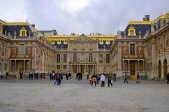 Huvudsaklig ingång av den Versailles slotten Royaltyfri Foto