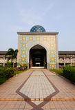 Huvudsaklig ingång av Sultan Abdul Samad Mosque (KLIA-moskén) Royaltyfri Foto