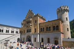 Huvudsaklig ingång för Neuschwanstein slott Arkivbilder