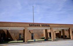 Huvudsaklig ingång för Oakland skola, Oakland, TN arkivfoto
