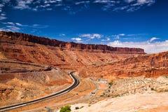 Huvudsaklig ingång till de berömda bågarna nationalpark, Moab, Utah Royaltyfri Foto