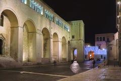 Huvudsaklig ingång till Sten Nicholas Basilica _ Apulia Arkivfoto