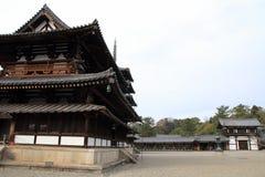 Huvudsaklig korridor av den Horyu jien i Nara arkivbilder