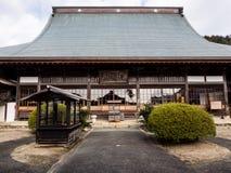 Huvudsaklig korridor av den Koshoji templet i Uchiko, Japan Arkivbilder