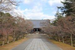 Huvudsaklig korridor av den Ninna jien i Kyoto arkivfoto