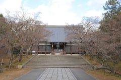 Huvudsaklig korridor av den Ninna jien i Kyoto Fotografering för Bildbyråer
