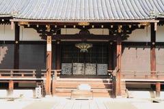 Huvudsaklig korridor av den Ninna jien i Kyoto royaltyfri fotografi