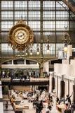 Huvudsaklig korridor av den Orsay museumMusee D `en Orsay france paris Arkivbilder