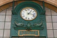 Huvudsaklig korridor av Sao Bento Railway Station i den Porto staden, Portugal Royaltyfria Bilder