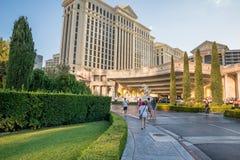 Huvudsaklig lobbyingång för Caesars Palace Arkivfoton