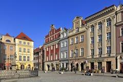 Huvudsaklig marknadsfyrkant för gammal stad med historiska hyreshusar i Poznan, Polen Royaltyfria Foton