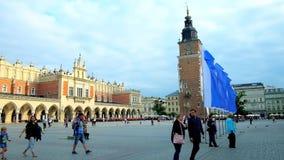 Huvudsaklig marknadsfyrkant, Krakow, Polen stock video