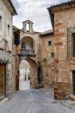Huvudsaklig portalgata i Siguenza, Spanien Fotografering för Bildbyråer