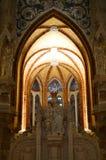 Huvudsaklig relikskrin av det oskuldMary With Its Precious Stained exponeringsglaset av den biskops- slotten i Astorga Arkitektur arkivbild