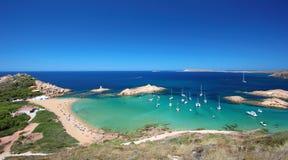 Huvudsaklig sikt av Pregonda strand, en av de mest härliga fläckarna i Menorca, Balearic Island, Spanien Fotografering för Bildbyråer