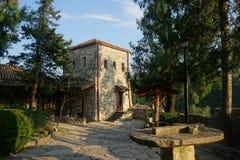 Huvudsaklig sikt för Motsameta klosterborggård royaltyfria foton