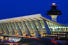 Huvudsaklig slutlig byggnad av Dulles den internationella flygplatsen Royaltyfri Fotografi