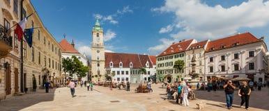 Huvudsaklig stadsfyrkant i gammal stad i Bratislava, Slovakien Arkivfoton