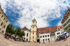 Huvudsaklig stadsfyrkant i gammal stad i Bratislava, Slovakien Fotografering för Bildbyråer