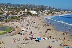 Huvudsaklig strand i sommaren på Laguna Beach, CA Fotografering för Bildbyråer