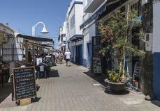 Huvudsaklig turist- aveny på Puerto de las Nieves, på Gran Canaria Royaltyfria Foton