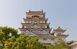 Huvudsaklig uppehälle av den Fukuyama slotten, Japan bakgrundsKalifornien för 1942 1945 amerikaner interred center ingång här his Royaltyfria Foton