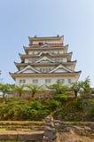Huvudsaklig uppehälle av den Fukuyama slotten, Japan bakgrundsKalifornien för 1942 1945 amerikaner interred center ingång här his Royaltyfri Foto