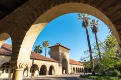 Huvudsakliga Camus av Stanford University Arkivfoton