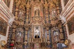 Huvudsakligt altare av San Xavier Del Bac Mission, Tucson Arizona royaltyfri fotografi