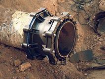 Huvudsakligt drinkvatten som leda i rör med den mång- gemensamma medlemmen för 500mm waga Royaltyfria Foton