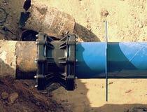 Huvudsakligt drinkvatten som leda i rör med den mång- gemensamma medlemmen för 500mm waga Royaltyfria Bilder