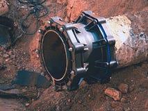 Huvudsakligt drinkvatten som leda i rör med den mång- gemensamma medlemmen för 500mm waga Fotografering för Bildbyråer
