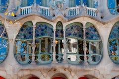 Huvudsakligt fönster för CasaBatllo fachade på Barcelona Arkivbild