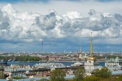 Huvudsakligt torn av Amiralitetet, Peter och Paul Cathedral Royaltyfria Bilder