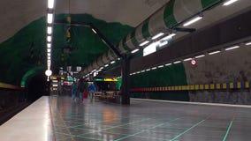 Huvudsta Estación de metro Arte en el subterráneo Estocolmo suecia almacen de metraje de vídeo