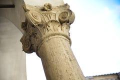 Huvudstad av en kolonn i den Corinthian stilen royaltyfri foto