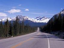 Huvudväg 93, Icefields gångallé, Kanada. Royaltyfri Fotografi