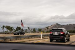 Huvudväg 1 av Big Sur som körningar längs västkusten royaltyfri fotografi