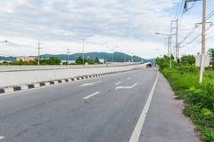 Huvudväg Chonburi till Rayong i Thailand Arkivfoto