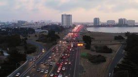 Huvudväg Emeryville Kalifornien för sjösida för rusningstidtrafiksäkerhetskopior lager videofilmer