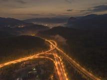 Huvudväg för Rawang förbikopplingsförbikoppling på `-Rawang selangor ` under soluppgång Arkivfoton