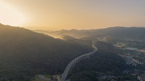 Huvudväg för Rawang förbikopplingsförbikoppling på `-Rawang selangor ` under soluppgång arkivbild
