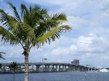 Huvudväg för USA 1 till Key West arkivfoton