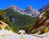 Huvudväg i bergen Royaltyfri Bild