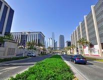 Huvudväg i Dubai stadsmitt Arkivbilder